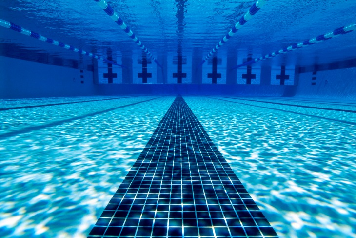 under_water_swimming_pool_thinkstock86479603